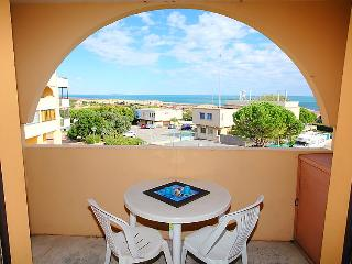 1 bedroom Apartment with WiFi and Walk to Beach & Shops - 5050468