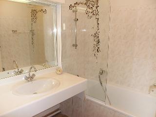 Saint-Cyr-sur-Mer Apartment Sleeps 4 with WiFi - 5051570