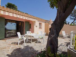 2 bedroom Villa in Cavalaire-sur-Mer, Provence-Alpes-Côte d'Azur, France : ref 5