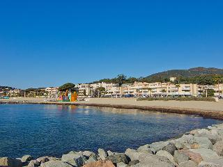 1 bedroom Apartment with Air Con and Walk to Beach & Shops - 5802212