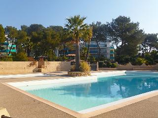 3 bedroom Apartment in Saint Raphael, Cote d'Azur, France : ref 2027780