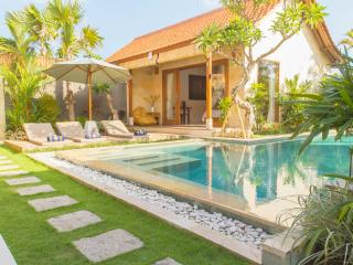 Five Star Luxury Taman Surf Villas - Berawa Beach, Canggu