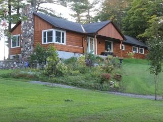 Newly Renovated Modern Cottage, Bancroft