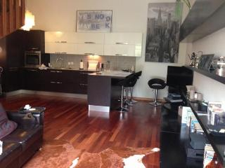 Very nice 2 bedroom, 2 bathroom apartment with terrace a few steps from the