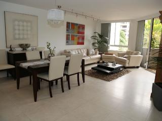 Nice Apartment in a Condo with Beach, Key Biscayne