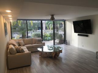 Fully Remodeled, Top Of The Line Townhouse, Key Largo