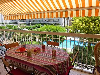1 bedroom Apartment with Pool, WiFi and Walk to Beach & Shops - 5060332