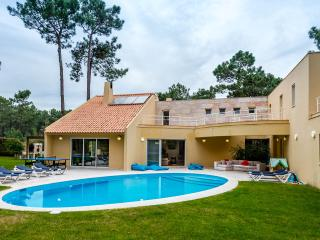Shinning Villa with heated pool near Beach &Golf, Charneca da Caparica