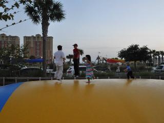 CALYPSO RESORT BEACH FRONT: FREE BEACH SERVICE