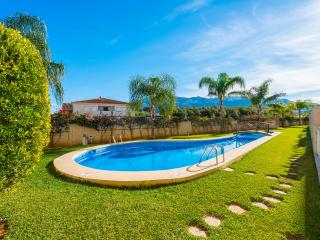 Apartment with pool - close to beach & town center