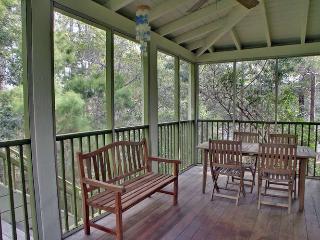 Cheery SEASIDE beach cottage 3Bed 3Bath 4 min walk to beach from $135/night