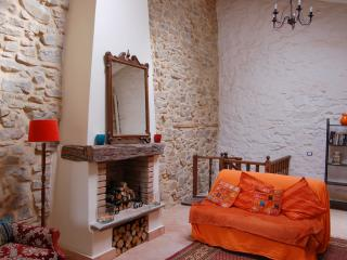 Spacious light cottage, sea view, 15 mins to beach