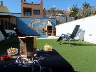 Bonita casa adosada con piscina y jardín Meneses