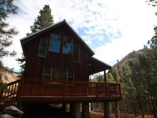 Rare new cabin on the Main Salmon River, Riggins