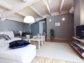 Funny Attic III - 2 Bedroom Apartment, Barcelona