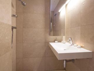 Barcelona Garden Attic V - 3 Bedroom Apartment