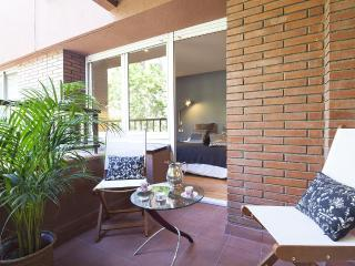 Classic Bonanova - 4 Bedroom Apartment, 2nd Floor, Barcelona