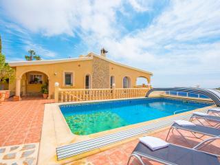 VILLA SIROS: stunning villa with seaview and pool, Benissa