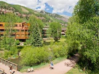 Manitou Lodge - Bed and Breakfast + Kitchenette #7, Telluride