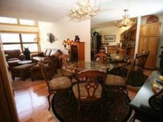 Cimarron Lodge - 3 Bedroom Condo #13 - LLH 58161, Telluride