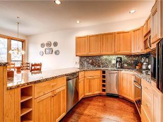 Aspen Ridge - 3 Bedroom Townhome + Private Hot Tub #25 - LLH 58183, Telluride