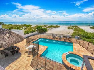 Sunshine's Hideaway - Beachfront with Private Pool