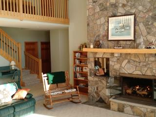 Heartland: Mountain Lakeside Vacation Home