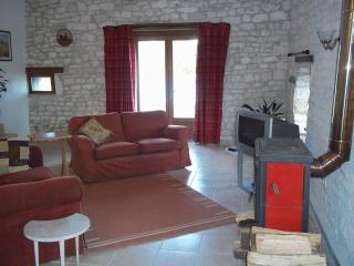 2 bed gite in newly converted Quercy stone barn, Montaigu-de-Quercy