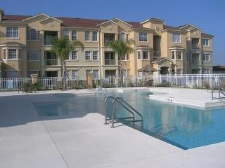 Modern clean condo on beautiful resort, Davenport