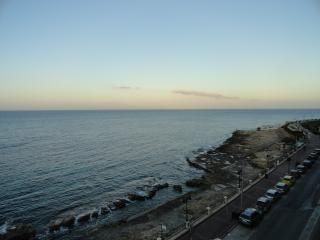 Sliema (Qui Si Sana)Seafront 3 B/r Apartment