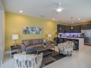Posh 3 Bedroom 3 Bath Town Home with Splash Pool in Serenity. 1617RTC, Kissimmee