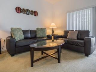 Serenity Dream 3 Bedroom 3 Bath End Unit Town Home with Pool. 17521BD, Kissimmee