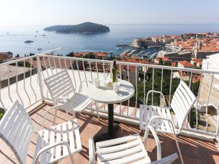 Apartments Isabora - Three Bedroom Apt with Balcony and Sea View (Second Floor)