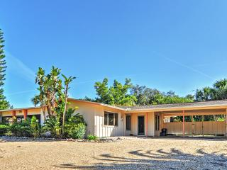 Sunny 3BR Sarasota House w/WiFi, Screened-In Porch & Gorgeous Surroundings! Located on Siesta Key - Less than 1 Mile to Famous Siesta Key Beach!