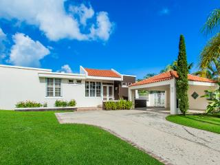 Modern 4 Bedroom Home w/ Rainforest Views in San Juan, Luquillo
