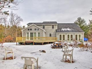 Charming 3BR Center Ossipee Home w/Fire Pit!