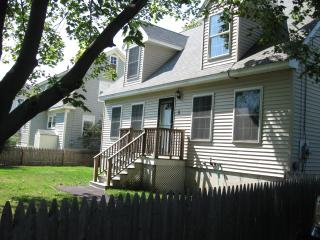 Large Home Walk to Beach! Close to all amenities!, South Portland