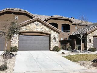 Around the World ~ Large 3 Bedroom Across From  Pool St. George, Utah Vacation Home, Washington