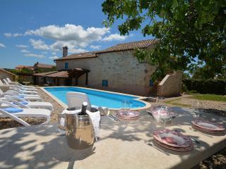 TH01022 Villa Suna, Baderna