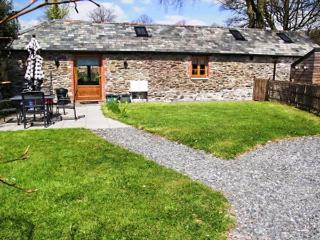 THE COACH HOUSE, all ground floor, private garden, woodburner, WiFi, nr Tavistoc