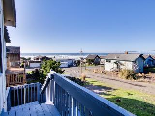 Enjoy panoramic ocean views, a private hot tub & close beach access - dogs OK!, Lincoln City