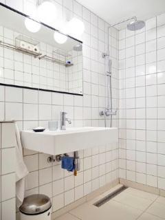 4 bedrooms, 2 bathrooms