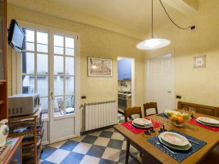 Characteristic Florence apartment on first floor of historical Palazzo, 2 bedrooms