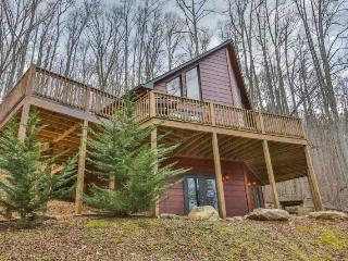 Sleepy Hollow Lodge - Gated Mountain Community - 2 bedrooms plus a large sleeping loft, 2 baths and a hot tub, East Ellijay