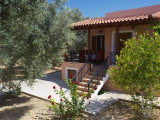 Comfortable and tastefully decorated holiday house in olive grove