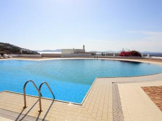Villa with sunset views and huge swimming pool!