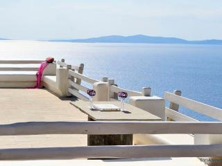 Blue Villas - Villa Diodos With Private Pool, Tourlos