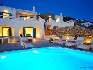 Blue Villas Villa Akromykonos With Outdoor Jacuzzi, Tourlos