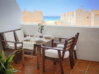 Ferienwohnung am Strand mit Terrasse und Meerblick, Tarifa
