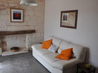 ARANCIA - romantic apartment in historic farmhouse
